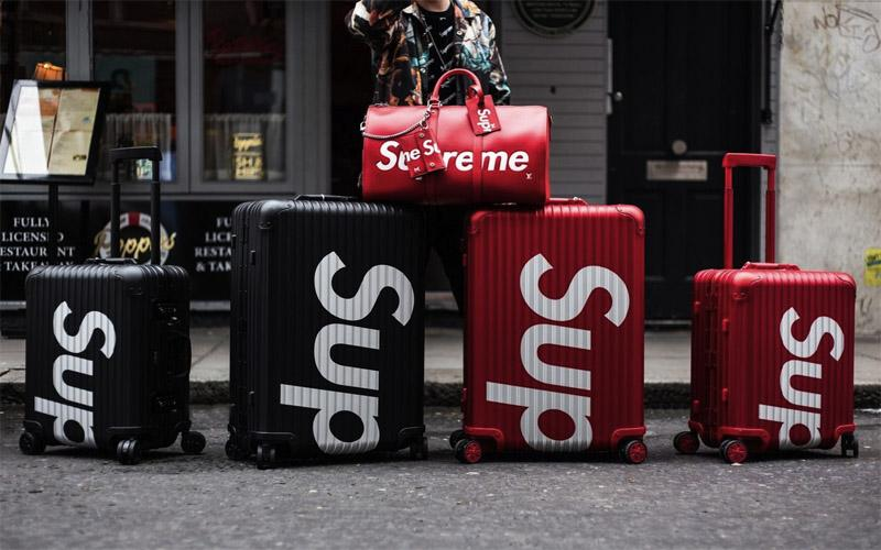 Với tay kéo chắc chắn cùng bánh xe tiện lợi, vali Supreme sẽ là lựa chọn tuyệt vời dành cho những chuyến du lịch